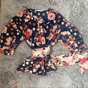 Floral wrap top size M